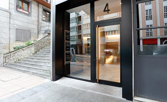 Exterior del portal nº4 de la calle Calbetón de Eibar